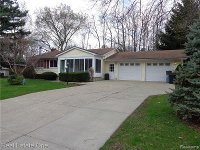 Wixom Single Family Home For Sale: 1465 Flamingo