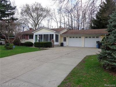 Wixom Single Family Home For Sale: 1465 Flamingo