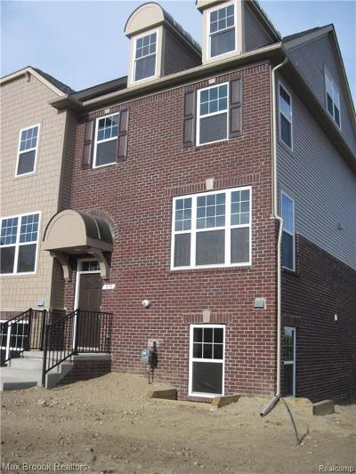 Rochester Hills Condo/Townhouse For Sale: 979 Barclay Circle #14