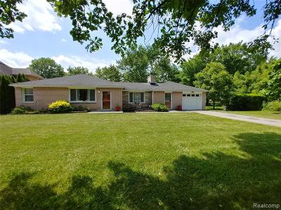 Grosse Ile Twp MI Single Family Home For Sale: $184,900