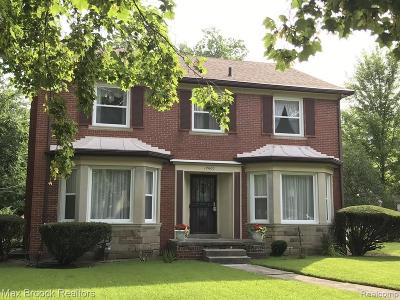 Detroit Single Family Home For Sale: 19600 Roslyn Road