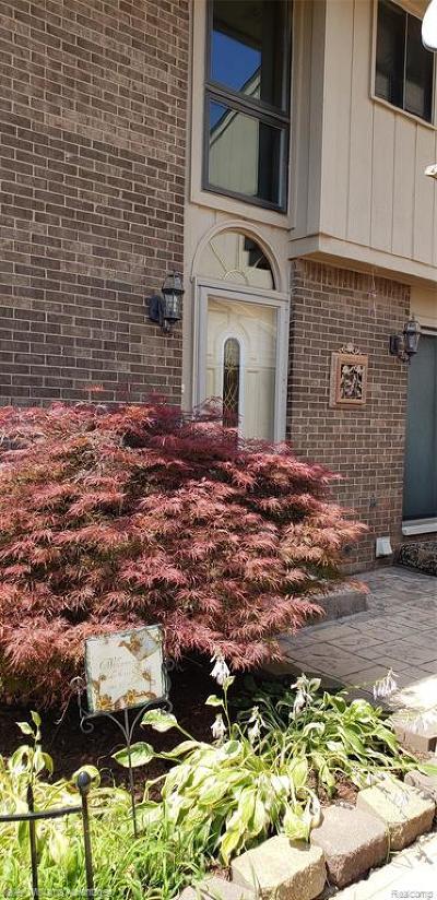 Farmington Condo/Townhouse For Sale: 35455 Heritage Lane