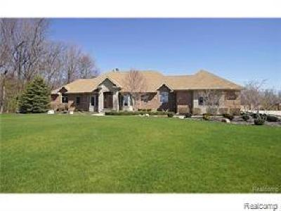 Highland Twp Single Family Home For Sale: 1283 Gardenia Court