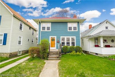 Royal Oak Single Family Home For Sale: 202 N Washington Avenue