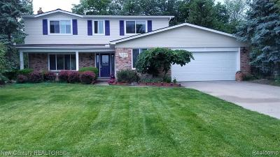 Rochester Hills Single Family Home For Sale: 209 Rose Brier Dr