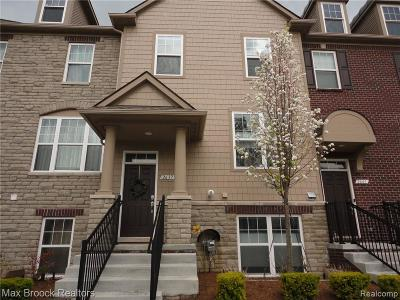 Rochester Hills Condo/Townhouse For Sale: 2637 Helmsdale Circle #53