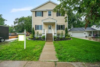 St. Clair Shores Single Family Home For Sale: 22717 Lake Blvd