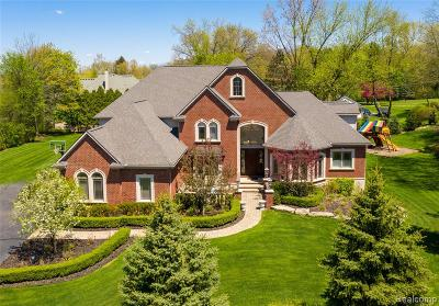 Bloomfield Twp Single Family Home For Sale: 1840 E Tahquamenon Court