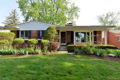 Royal Oak Single Family Home For Sale: 4140 Colonial Drive