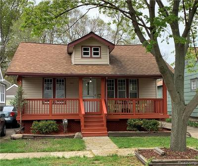 Ferndale Single Family Home For Sale: 243 Edgewood Pl