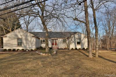 Grosse Ile, Gross Ile, Grosse Ile Twp Single Family Home For Sale: 23326 Lowrie Dr