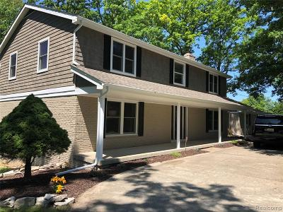 Single Family Home For Sale: 6472 Carriage Hill Drive