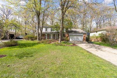 Rochester Hills Single Family Home For Sale: 2908 Woodford Circle