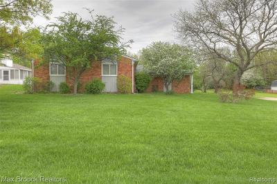 Waterford Twp Single Family Home For Sale: 4968 Shoreline Boulevard