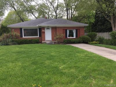 Plymouth Single Family Home For Sale: 700 N Sheldon Rd