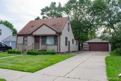 Royal Oak Single Family Home For Sale: 4621 Mandalay Avenue