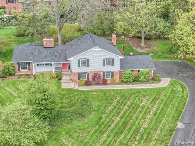 Bloomfield Twp Single Family Home For Sale: 3804 Far Hill Drive