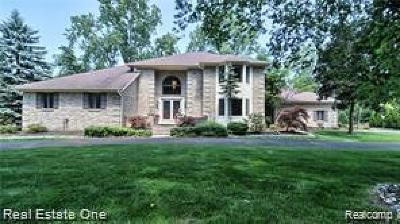 Bloomfield Hills Single Family Home For Sale: 1820 Huntingwood Lane