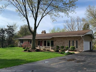 Hartland Twp Single Family Home For Sale: 1426 Long Lake Drive