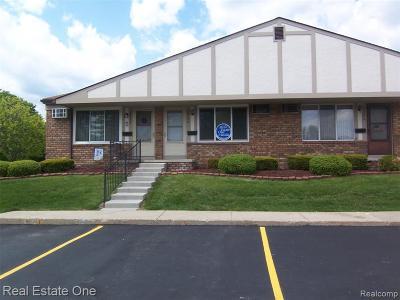 South Lyon Condo/Townhouse For Sale: 25256 Potomac Drive #2