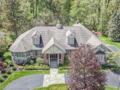 Rochester Hills Single Family Home For Sale: 3696 Walnut Brook Drive