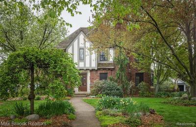 Pleasant Ridge Single Family Home For Sale: 19 Elm Park Boulevard