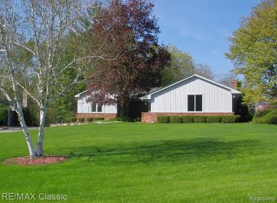 Bloomfield Twp Single Family Home For Sale: 1530 Ashover Drive
