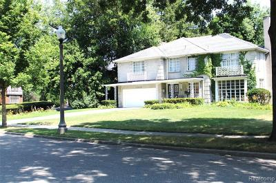 Detroit Single Family Home For Sale: 19330 Parkside Street