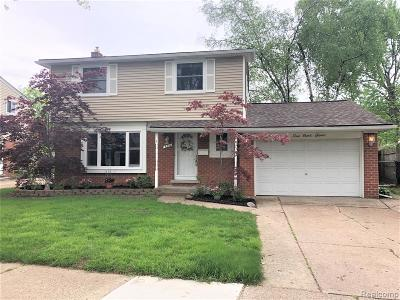 Clawson Single Family Home For Sale: 694 Langley Boulevard