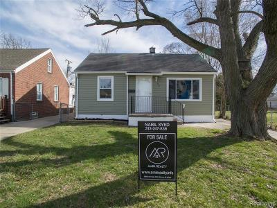 Hazel Park Single Family Home For Sale: 55 W Coy Avenue