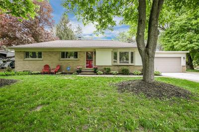 Commerce Twp Single Family Home For Sale: 1745 Robell Drive