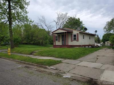 Pontiac Single Family Home For Sale: 574 Highland Avenue