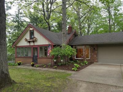 Waterford Twp Single Family Home For Sale: 1315 Choctaw Place