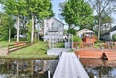 White Lake, White Lake Twp Single Family Home For Sale: 1062 Round Lake Road