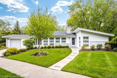 Pontiac Single Family Home For Sale: 1040 James K Blvd