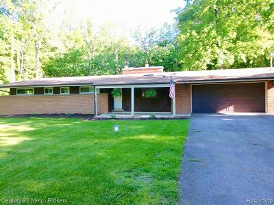 Genesee Twp Single Family Home For Sale: 5238 Berneda Drive