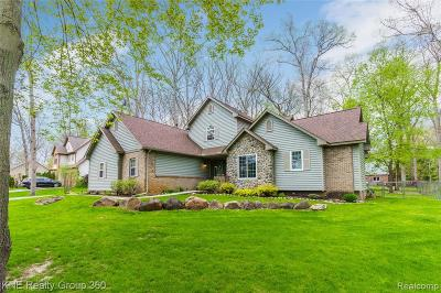 Highland Twp Single Family Home For Sale: 844 Edgewood Drive