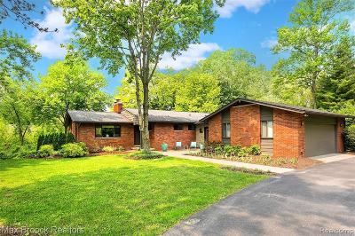 Bloomfield Twp Single Family Home For Sale: 926 Rockaway Court