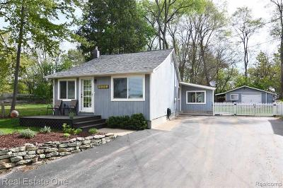 White Lake Single Family Home For Sale: 1151 Clearwater Boulevard
