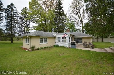 Wixom Single Family Home For Sale: 1080 N Wixom Road