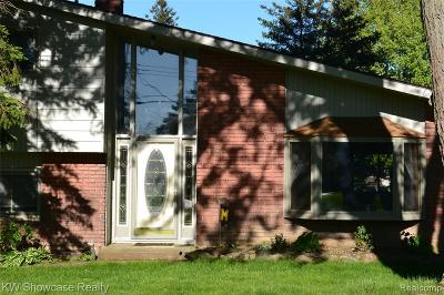 Commerce Twp Single Family Home For Sale: 5176 Surfwood Drive