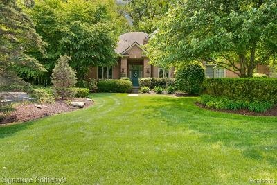 West Bloomfield Twp Single Family Home For Sale: 6425 W Oaks Drive