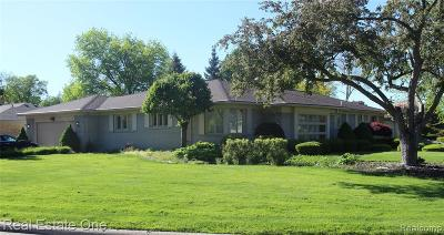 Dearborn Heights Single Family Home For Sale: 6115 College Drive