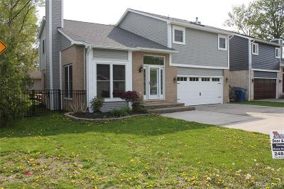 Oakland County Single Family Home For Sale: 1446 Rossdale Drive