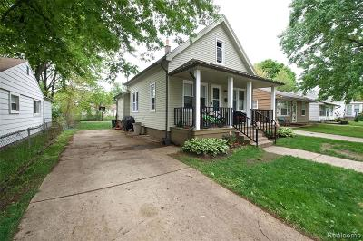 Hazel Park Single Family Home For Sale: 1504 E Harry Avenue