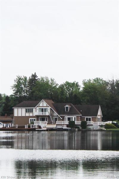 White Lake Single Family Home For Sale: 614 Island Drive