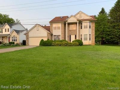 Commerce Twp Single Family Home For Sale: 1040 Drakeshire