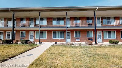 Royal Oak Condo/Townhouse For Sale: 2215 Clawson Avenue #203