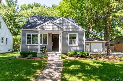 Royal Oak Single Family Home For Sale: 900 W Windemere Avenue