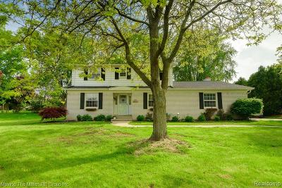 Farmington Single Family Home For Sale: 36627 Brittany Hill Court